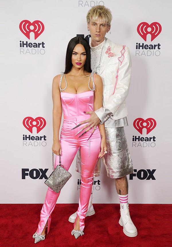 Megan Fox nâng tầm bản thân để mặc đồ ăn ý tình trẻ