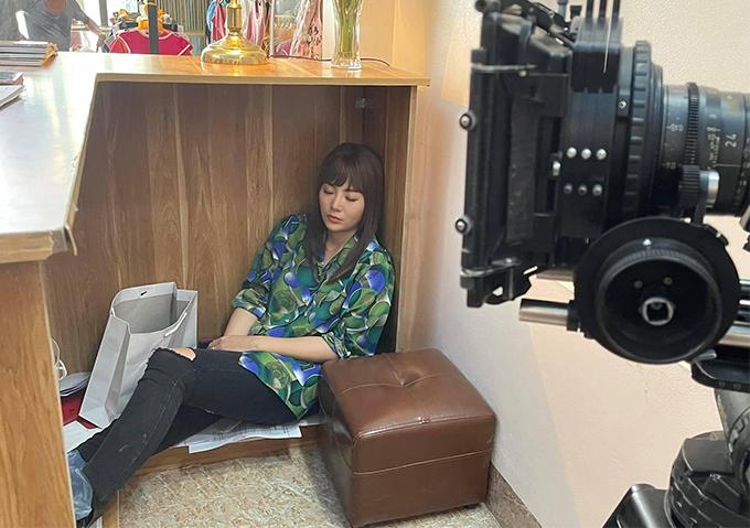 Thanh Hương dành nhiều tâm huyết cho vai chính trong Mùa hoa tìm lại. Nhiều ngày thức đêm để ghi hình hoặc nghiên cứu kịch bản, cô thường tranh thủ chợp mắt tại phim trường mỗi khi chờ quay hoặc nghỉ giải lao.
