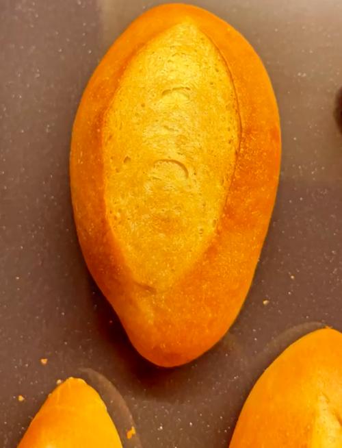 Thành phẩm bánh mì của Hoà Minzy nở đều, đẹp.