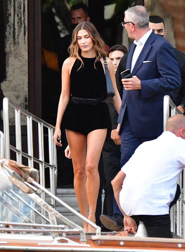 Hailey Bieber tại Venice hôm thứ tư.