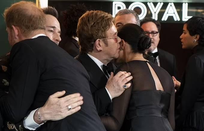 Vợ chồng Harry - Meghan gặp Elton John và bạn đời khi tham dự lễ công chiếu phim Lion King hồi tháng 7/2019. Ảnh: AFP.