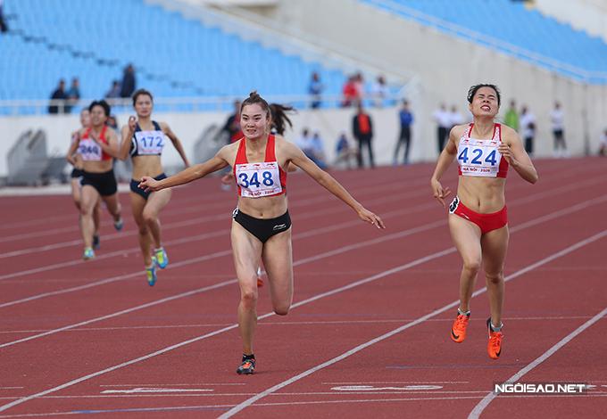 Quách Thị Lan về đích đầu tiên tại nội dung 400m giải vô địch điền kinh quốc gia 2020. Ảnh: Đương Phạm.
