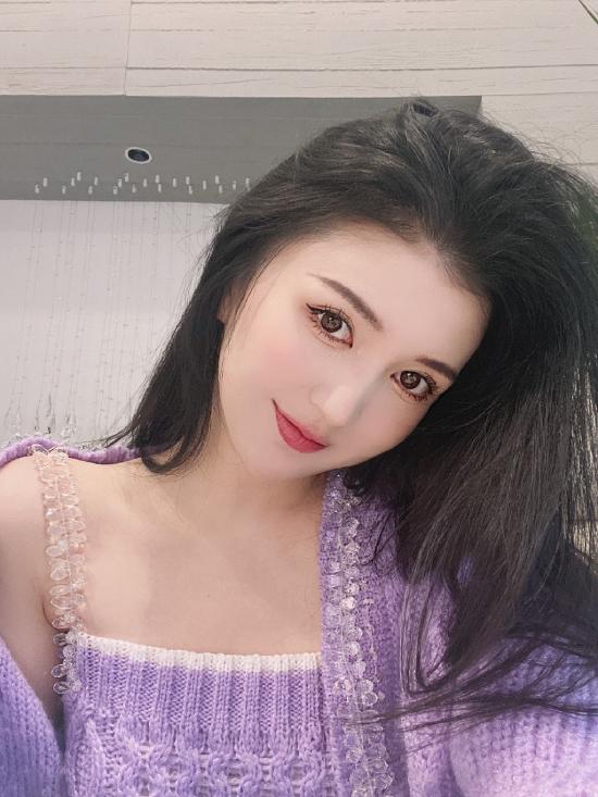 Hot girl Tiểu Nhiễm.