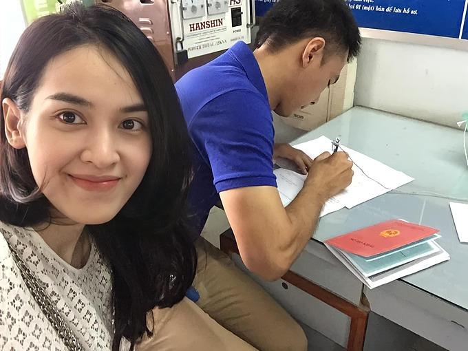 Diễn viên Tú Vi đăng ảnh kỷ niệm ngày đi đăng ký kết hôn cùng Văn Anh 6 năm trước.