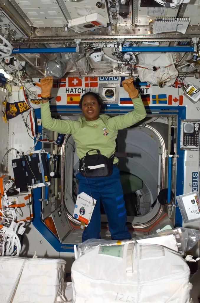 Joan Higginbotham đã tham gia chuyến khám phá vũ trụ ngày 9/12/2006 và trở về vào ngày 22/12/2006.