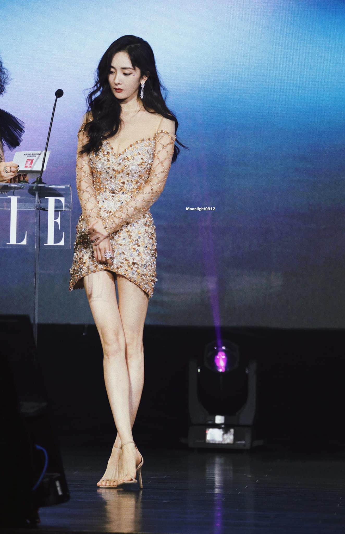 Chiều cao 168 cm giúp Dương Mịch hoàn toàn cân đối.