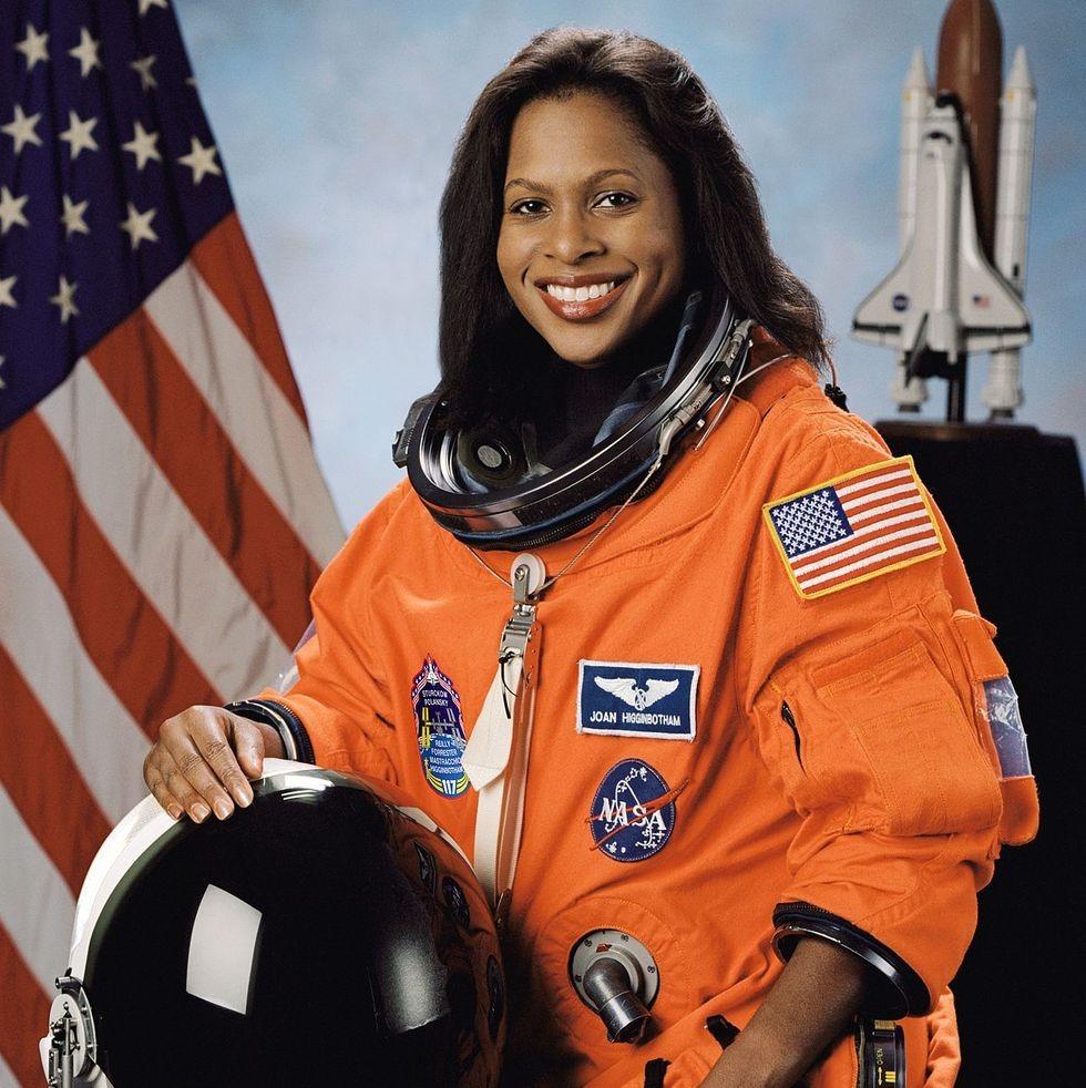 Joan Higginbotham là người phụ nữ Mỹ gốc Phi thứ ba đi vào vũ trụ, sau Mae Jemison và Stephanie Wilson.