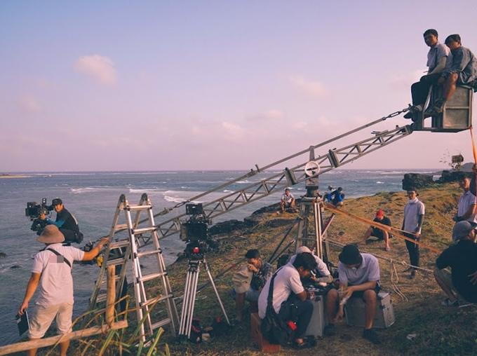 Đạo diễn Nguyễn Quang Dũng chia sẻ nhiều hình ảnh hậu trường làm phim để tri ân các đồng nghiệp.