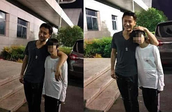 Hình ảnh hiếm hoi của Tạ Đình Phong bên con trai lớn. Giờ đây cậu bé đã cao vượt cả bố.