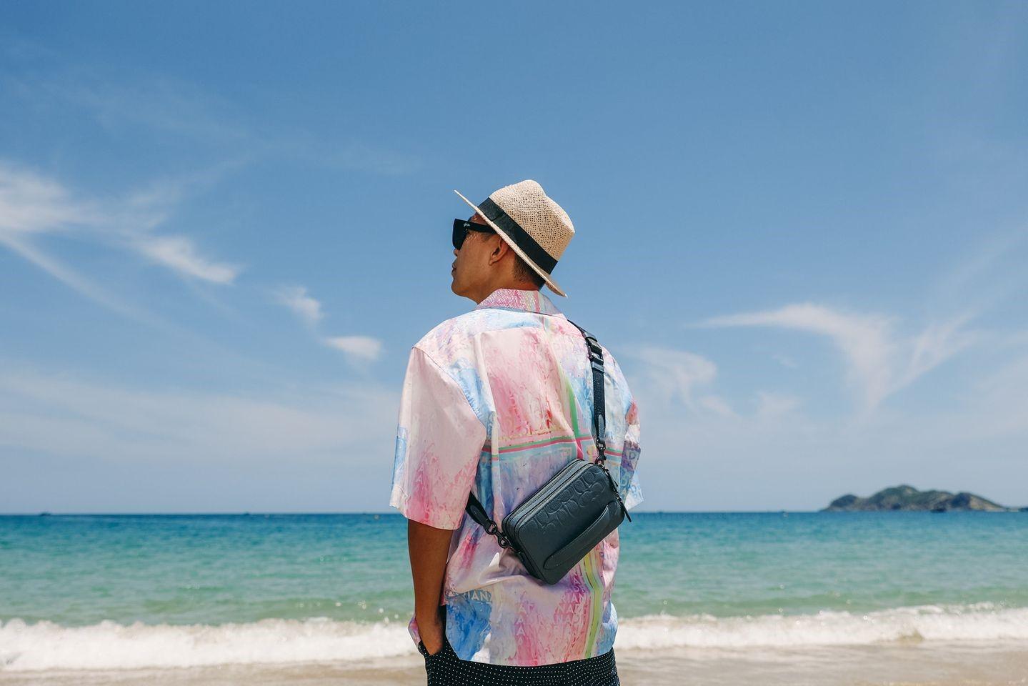 Biển là một trong những cảm hứng sáng tạo của Adrian Anh Tuấn. Ảnh: Facebook Adrian Anh Tuấn.
