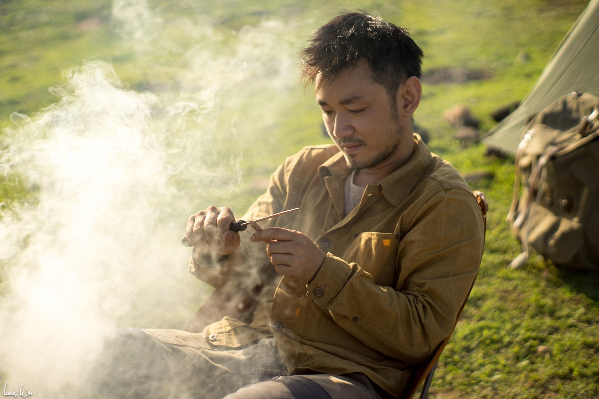 Bản thân anh quen Tiêu Châu Như Quỳnh một lần hợp tác cách đây 3 năm rưỡi. Sau đó, họ cảm nhân sự rung động dành cho đối phương và quyết định tìm hiểu nhau đến hiện tại.