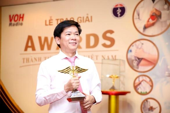 Bác sĩ Tú Dung - Giám đốc Bệnh viện JW nhận cúp vàng Thành tựu Y khoa Việt Nam 2020 với đề tài nghiên cứu căn bệnh MRS.