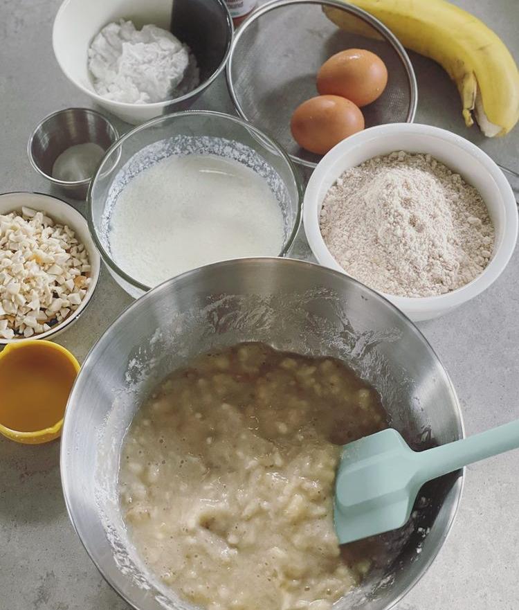 Nguyên liệu làm bánh của Tóc Tiên.