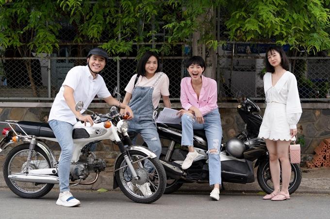 Trần Huy Anh, Khả Như, Minh Hằng và Jun Vũ (từ trái sang) quay phim Mẹ ác ma, chưa thiên sứ trước khi Covid-19 trở lại.