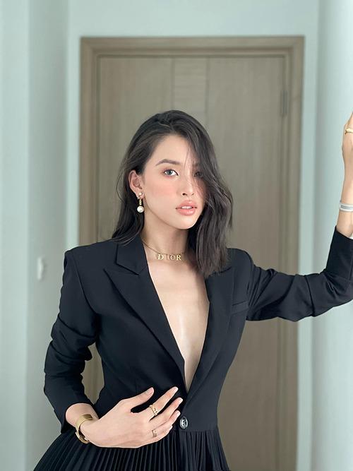 Hoa hậu Tiểu Vy ngày càng quý phái, gợi cảm.