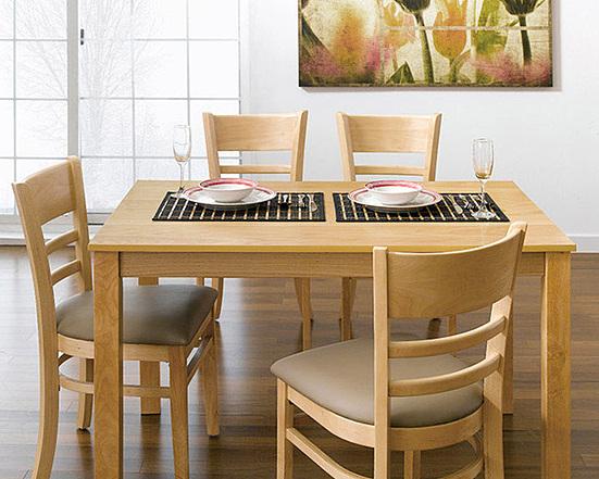 Bộ bàn ăn 4 ghế IBIE Ulsan giảm còn 2,31 triệu đồng; có chất liệu chính làm từ gỗ cao su; mặt bàn gỗ MDF phủ veneer sồi; có 3 màu trắng, tự nhiên và antique, giúp bạn dễ dàng chọn màu sắc ưng ý và phù hợp với thiết kế nội thất trong nhà.