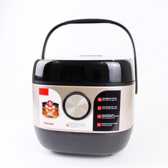 Nồi cơm cao tần Toshiba IH RC-10IX1PV 2.969.000đ (- 35 %) dung tích một lítĐộ dày: Lòng nồi siêu dày 3.0mm giúp truyền nhiệt đều, hạt cơm chín đều, thơm ngọt tự nhiên- Điều khiển: Màn hình cảm ứng, đèn Led đỏ.- Có âm thanh thông báo- Chế độ hẹn giờ nấu: Lên đến 24h- Ngôn ngữ: Bảng điều khiển bằng tiếng Anh. Hướng dẫn sử dụng bằng tiếng Việt.với chế độ nấu phong phú: nấu cơm, hâm nóng, nấu cháo, hâm soup, nấu cơm cháy, nấu nhanh, nấu súp, hấp, luộc trứng, làm bánh, cơm trộn, gạo lức