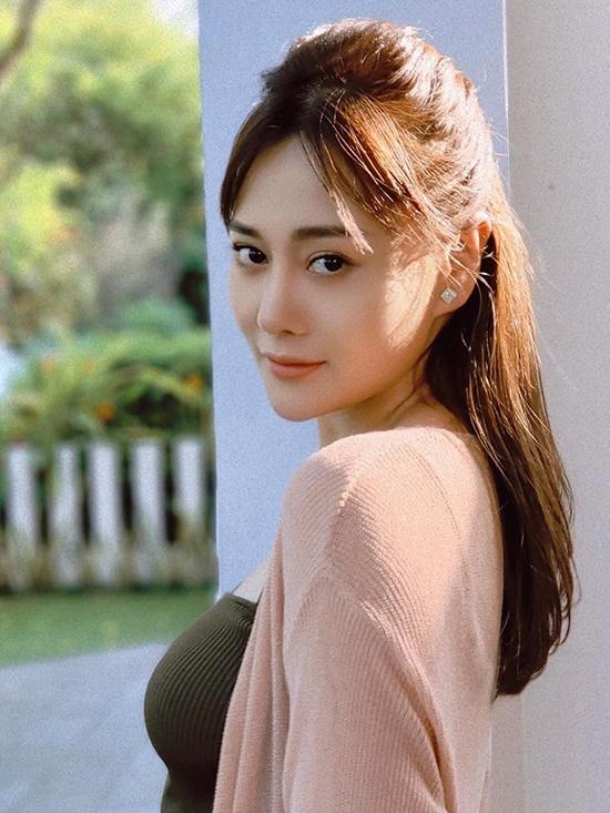 Phương Oanh có sự biến hóa liên tục trong tạo hình của nhân vật Nam ở phần hai, khi thì năng động nhưng lúc lại nữ tính, điệu đà.