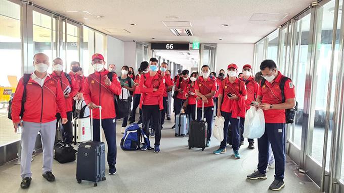 Đoàn thể thao Việt Nam tại sân bay Narita, Nhật Bản sáng 19/7. Ảnh: Thu Sâm.
