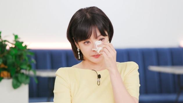 Chae Rim khóc khi chứng kiến những cảm xúc của người mẹ trong đoạn video.