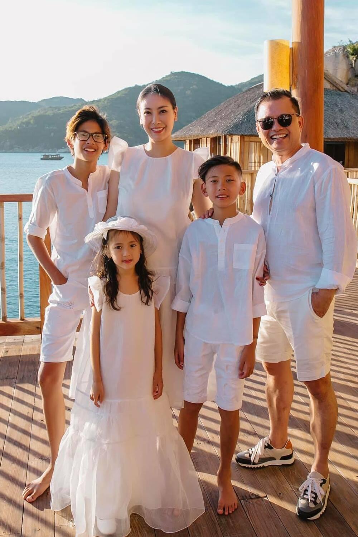 Gia đình của hoa hậu Hà Kiều Anh.