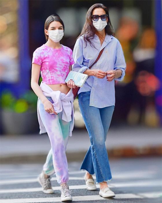 Suri đi mua sắm cùng mẹ vào tháng trước. Katie Holmes hiện vẫn độc thân sau khi chia tay đầu bếp kiêm diễn viên Emilio Vitolo.