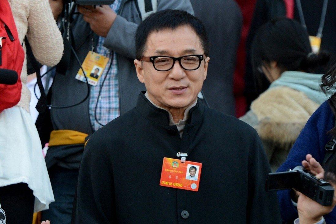 Nhiều người dùng mạng xã hội Trung Quốc cho rằng Thành Long không xứng đáng với vai trò đảng viên.