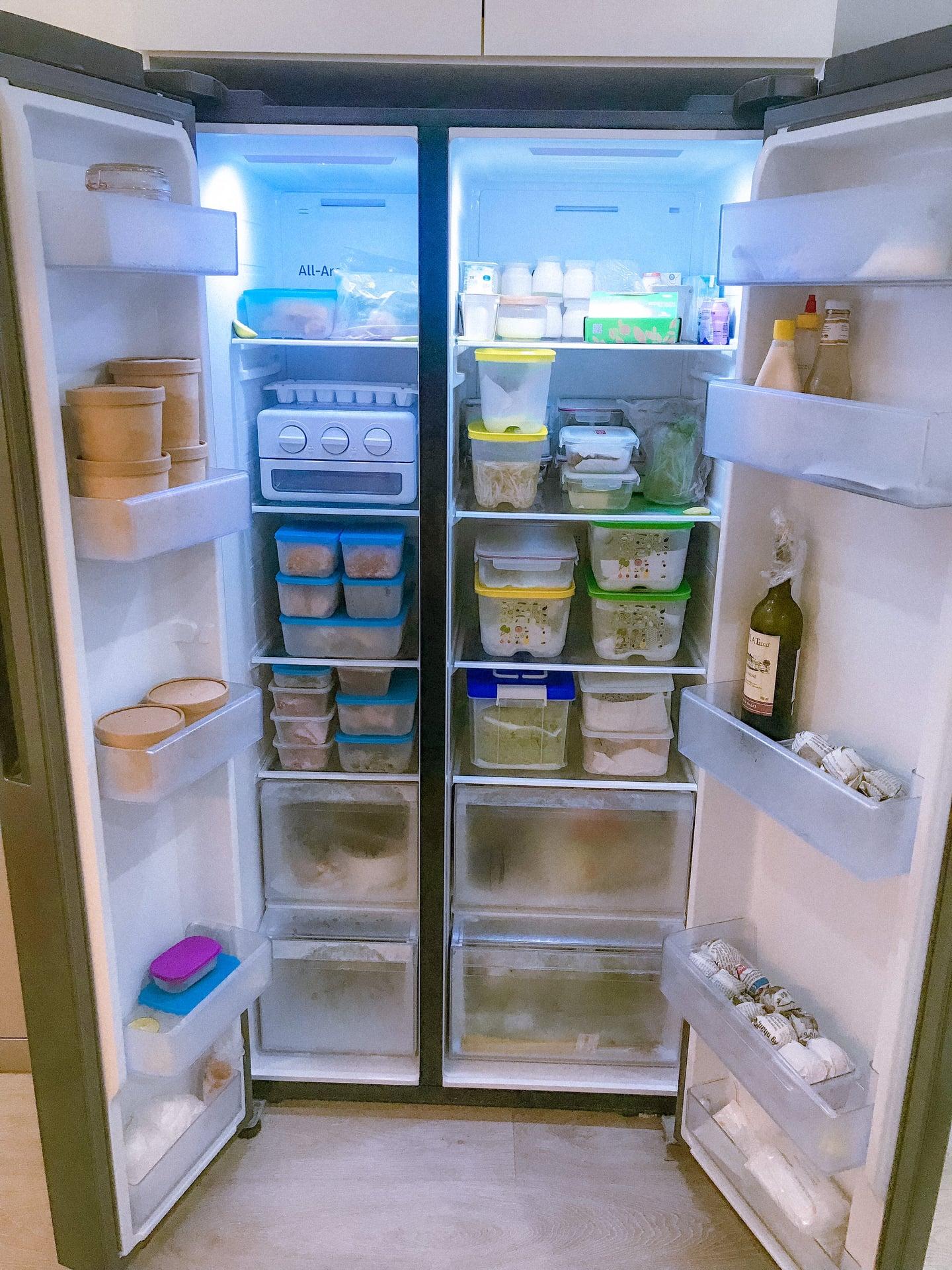 Tủ lạnh chứa đầy đồ ăn dự trữ của gia đình Nguyễn Thao.