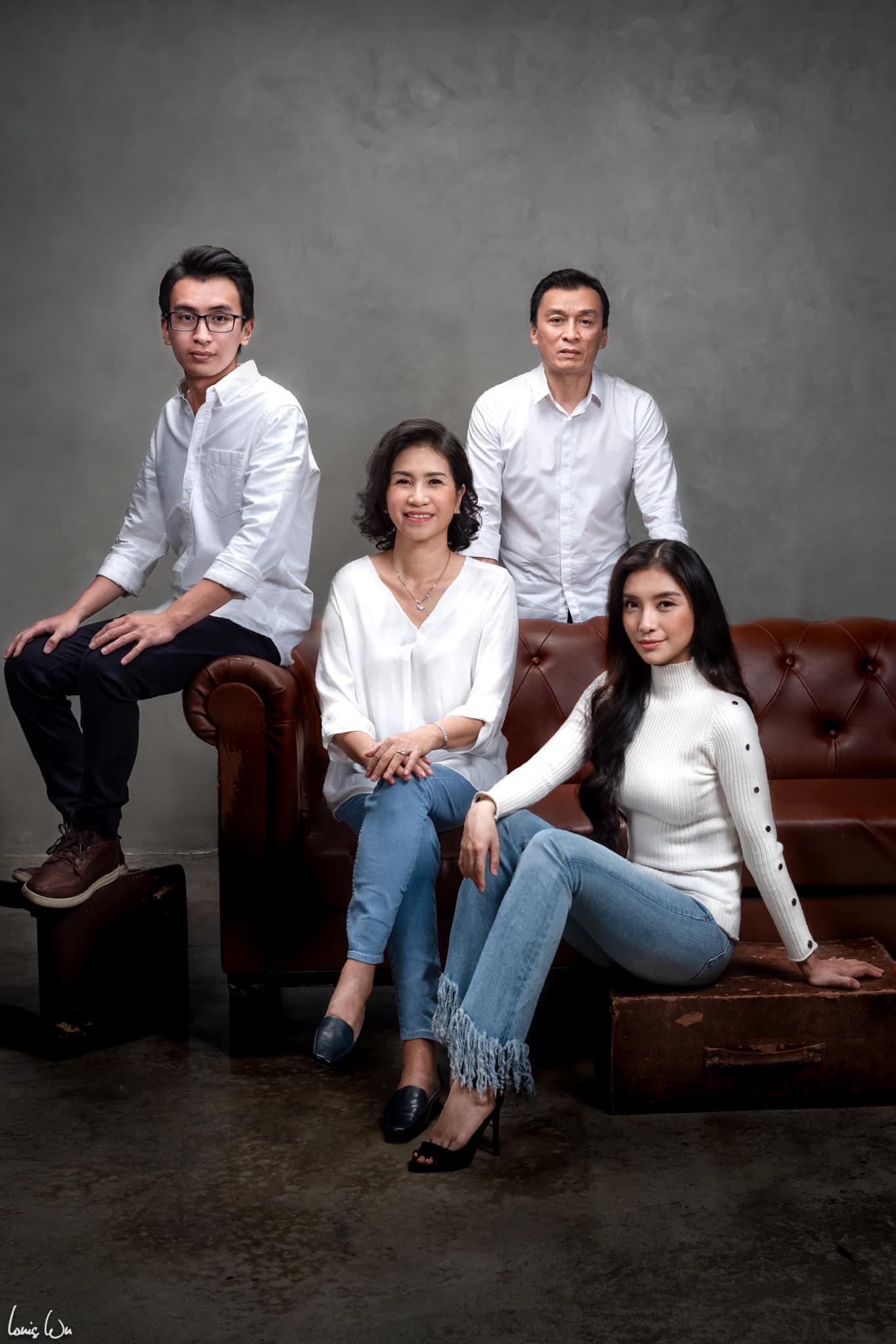 Vũ Mạnh Tuấn cũng thực hiện một bộ ảnh cả nhà bạn gái. Tấm ảnh đẹp nhất chính là ảnh gia đình, anh bày tỏ.