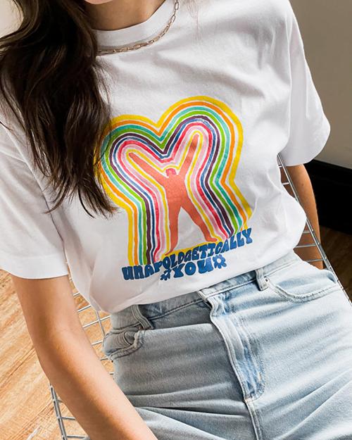 Áp thun dáng cơ bản thường được in logo mang nhiều thông điệp để phục vụ cho các bạn trẻ khi tham gia ngày IDAHOT, Gay Pride.