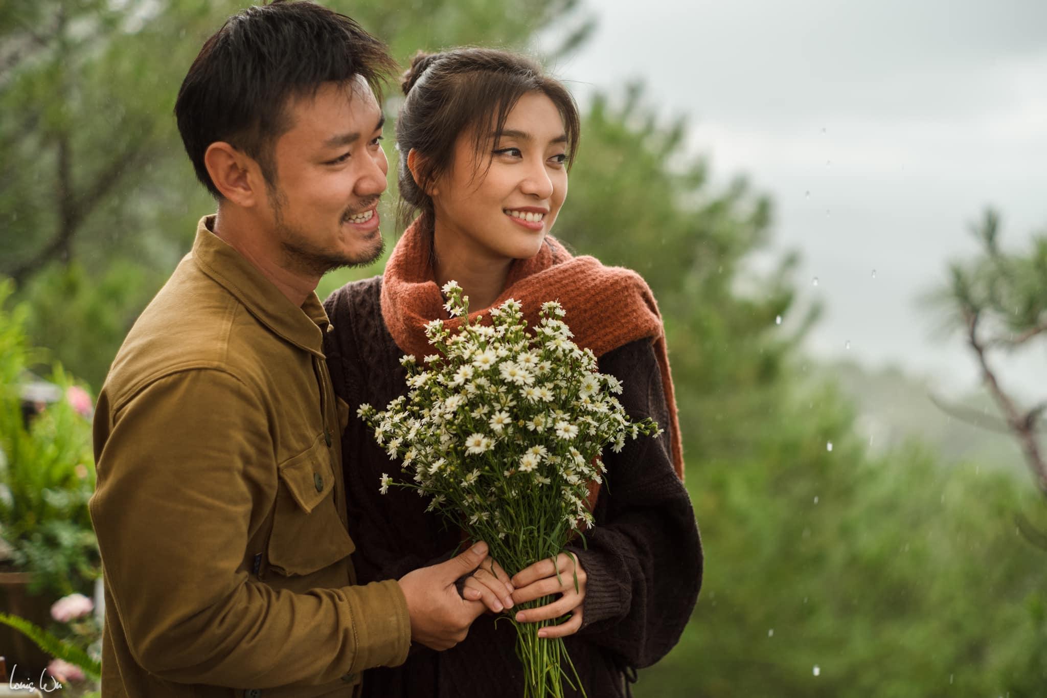 Cặp đôi quen nhau 3 năm rưỡi trước, trong một lần Vũ Mạnh Tuấn hợp tác chụp ảnh Tiêu Châu Như Quỳnh cho một tạo chí. Cảm mến đối phương, cả hai bắt đầu tìm hiểu tình cảm và gắn bó đến hiện tại.
