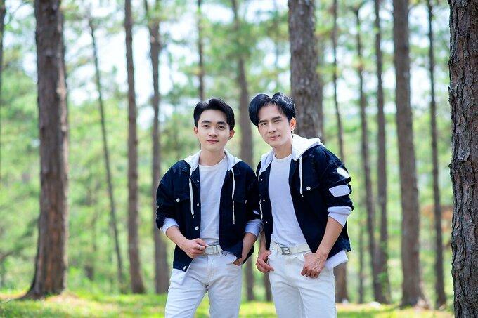 Đan Trường và Trung Quang bị đồn đoán mặc đồ đôi.