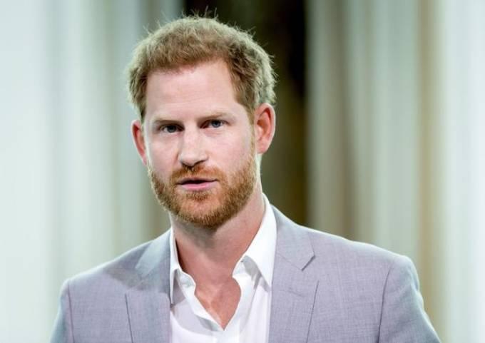 Hoàng tử Harry có thể sẽ thả thêm nhiều quả bom về gia đình mình trongn cuốn hồi ký của mình. Ảnh: AFP.