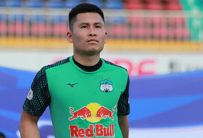 Thủ môn Huỳnh Tuấn Linh đang khoác áo HAGL nhưng vẫn còn hơn một tỷ đồng tiền lót tay chưa được CLB Than Quảng Ninh thanh toán. Ảnh: TL.