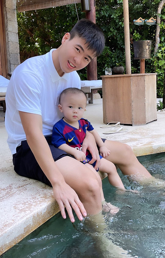 Duy Mạnh và con trai trong kỳ nghỉ ở Nha Trang hồi đầu tháng 7 sau khi anh thực hiện xong cách ly tại TP HCM. Ảnh: DM.