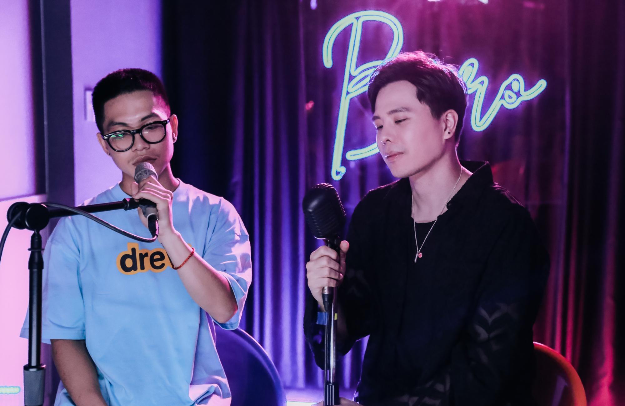 Có ai cho tôi hay do XAN (trái) sáng tác và sản xuất toàn bộ phần âm nhạc, dưới sự hỗ trợ và góp ý thêm từ Trịnh Thăng Bình.