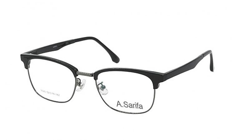 Gọng kính Sarifa 3520làm từ chất liệu plastic và hợp kim titanium. Đệm mũi rời. Mắt kính rộng 52 mm, cầu kính (cầu nối giữa hai mắt kính) rộng 19 mm. Càng kính dài 142 mm, có màu xám hoặc nhiều màu. Sản phẩm đang được ưu đãi 48% còn 269.000 đồng.