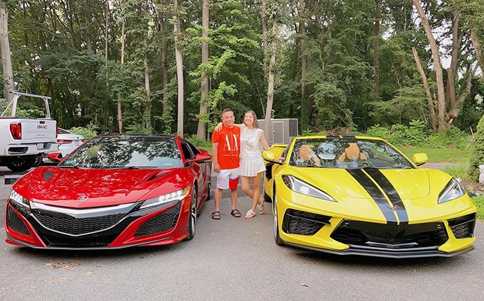 Vợ chồng Phạm Thanh Thảo sở hữu những chiếc xe có màu sắc nổi bật.