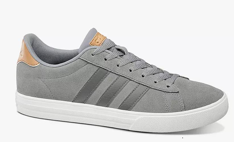 Giày thể thao Adidas Daily 2.0 B44710 giảm 9% còn 1,69 triệu đồng (áp dụng giảm thêm voucher 500.000 đồng, còn 1,19 triệu đồng); có hình dạng hiện đại và chất liệu tươi mới. Phần trên bằng da lộn được tạo điểm nhấn với 3 sọc tương phản để dễ dàng kết hợp với trang phục. Bộ đế êm ái giúp người đi tận hưởng cảm giác thoải mái cho cả ngày dài vận động.