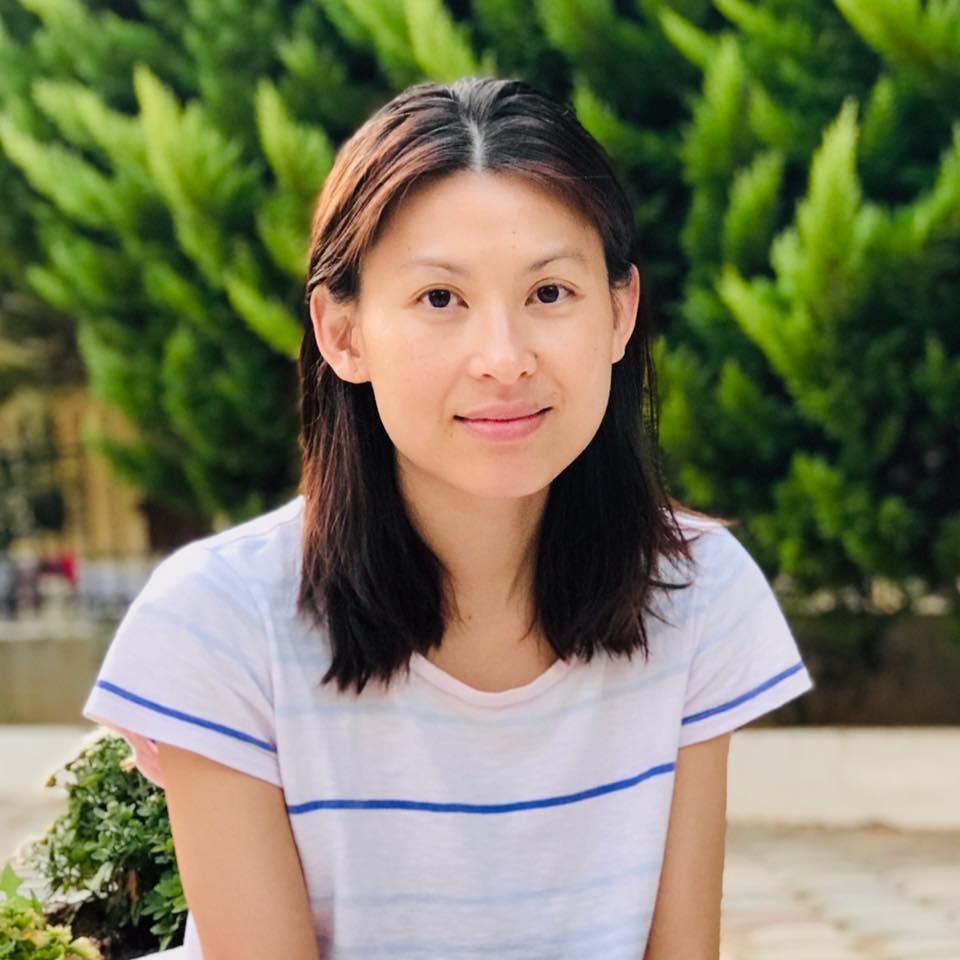 Sau tốt nghiệp, Hoàng Oanh ở lại Pháp lập nghiệp, kết hôn. Ở tuổi 41, cô rất kín tiếng đời tư và thỉnh thoảng về Việt Nam thăm gia đình.