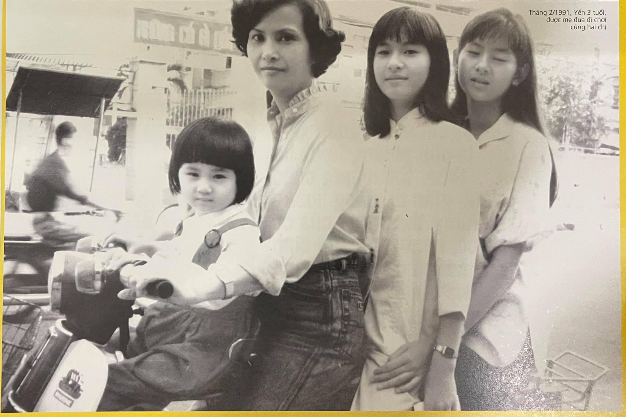 Võ Hoàng Yến (trái) là con út trong một gia đình có ba chị em gái. Hai chị lớn của cô là Hoàng Hoa và Hoàng Oanh (từ phải qua).