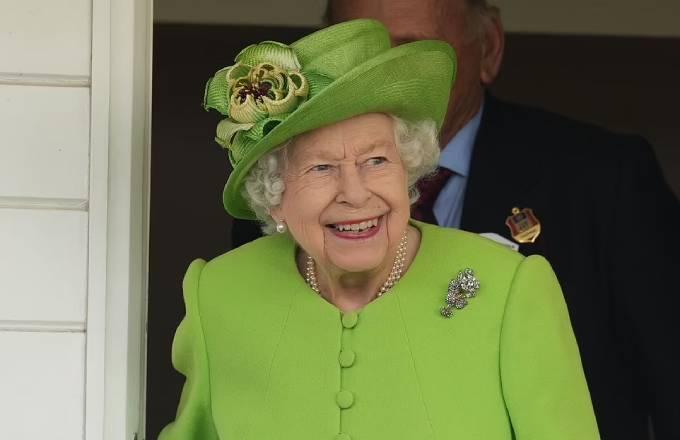 Nữ hoàng chủ động mời Harry, Meghan về dự đại lễ vào năm sau vì muốn giảng hòa với cháu trai sau những rạn nứt. Ảnh: James Whatling.