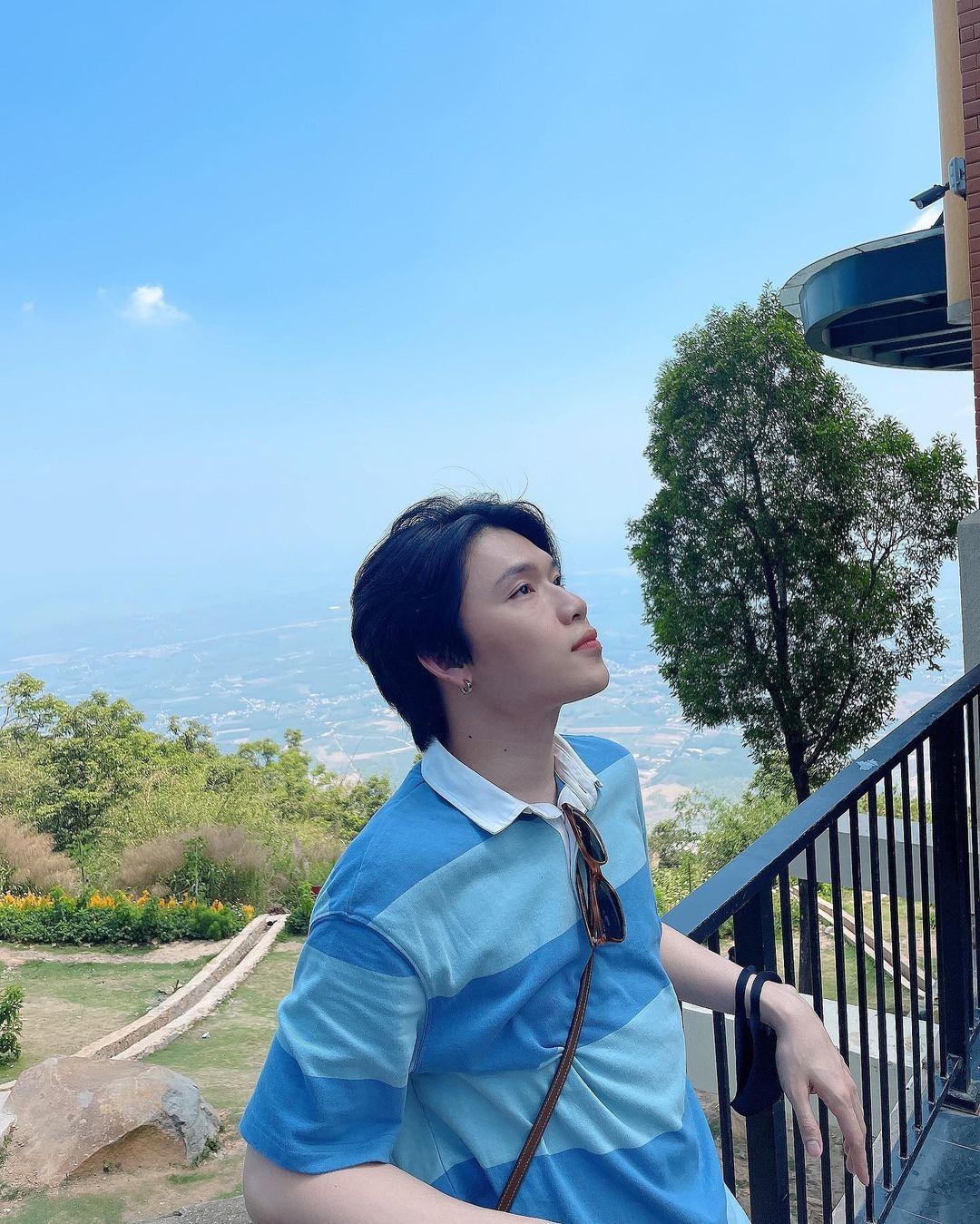 Quang Trung nhiều lần phối hợp cùng Huỳnh Lập trong các MV parody, sau đó lấn sân điện ảnh với vai diễn trong phim Lô tô, Chị trợ lý của anh. Nam diễn viên còn tham gia nhiều gameshow và khiến đồng nghiệp cũng như khán giả bất ngờ về giọng hát như nuốt đĩa.