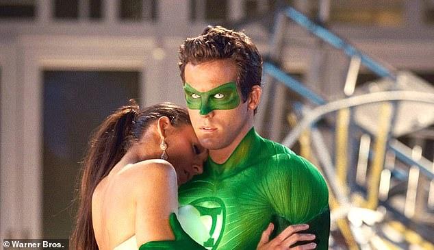 Ryan Reynolds và Blake Lively trong phim Green Lantern