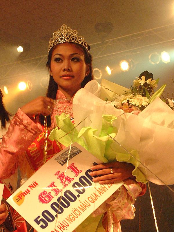 Thanh Hằng giành ngôi Hoa hậu Người mẫu qua ảnh 2001.