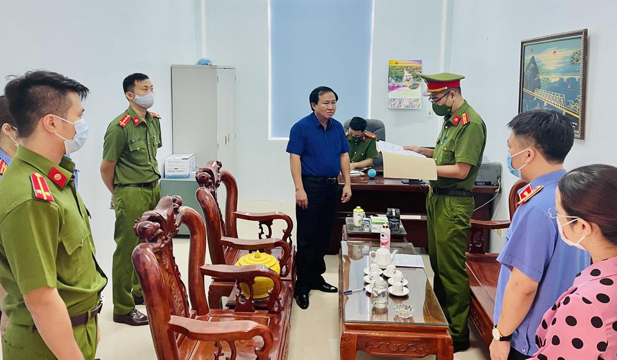 Cơ quan điều tra đọc lệnh bắt tạm giam Lê Thanh Hải.