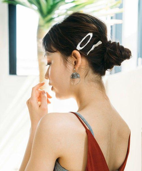 Kẹp mái thiết kế nhiều kiểu dáng, dễ sử dụng là phụ kiện được các tín đồ thời trang châu Á ưa chuộng vào dịp hè.