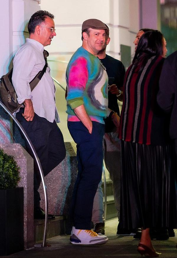 Jason Sudeikis - ngôi sao chính của phim Ted Lasso mới chia tay nữ diễn viên Olivia Wilde vào năm ngoái và đang bị đồn hẹn hò người mẫu Anh Keeley Hazell.