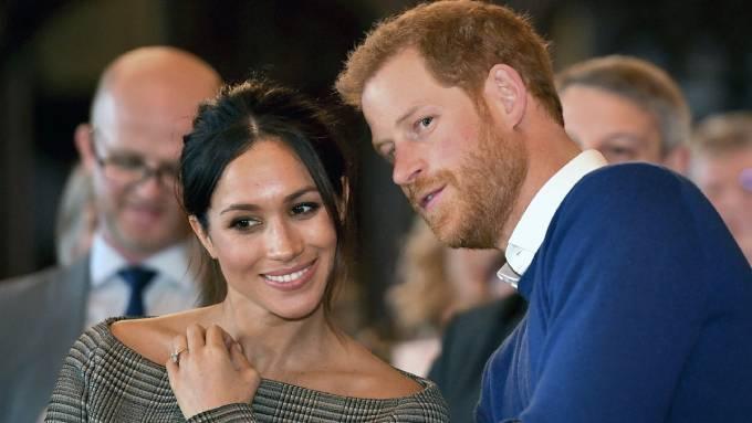 Cựu diễn viên phim Suits được dự đoán cũng sẽ ra hồi ký giống chồng mình, Hoàng tử Harry. Ảnh: AP.