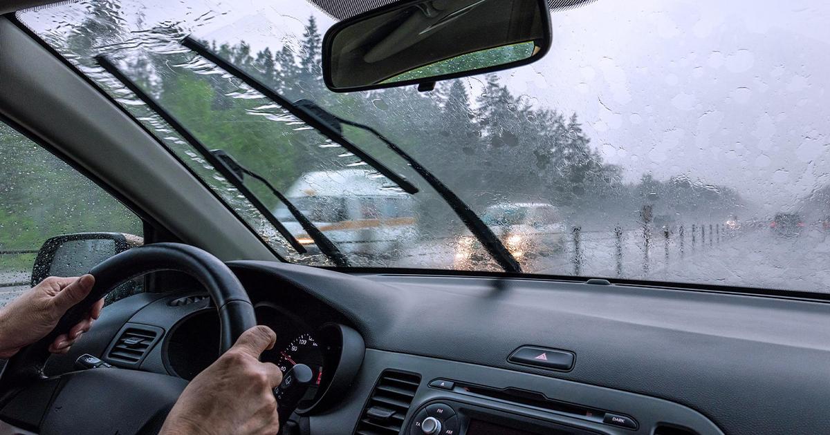 Những lưu ý khi lái xe ngày mưa - 1